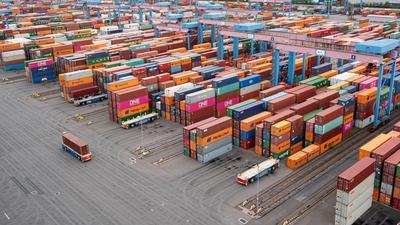 Container Terminal Altenwerder im Hamburger Hafen. Das Bruttoinlandsprodukt in Deutschland ist im dritten Quartal gegenüber dem Vorquartal um 8,5 Prozent gestiegen.