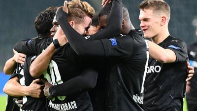 Borussia Mönchengladbach setzte sich locker gegen Schachtjor Donezk durch.