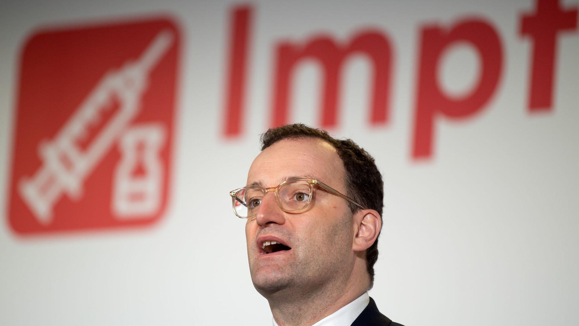 Laut Bundesgesundheitsminister Jens Spahn sollen bundesweit zu Beginn voraussichtlich zwischen fünf und acht Millionen Impfdosen zur Verfügung stehen.