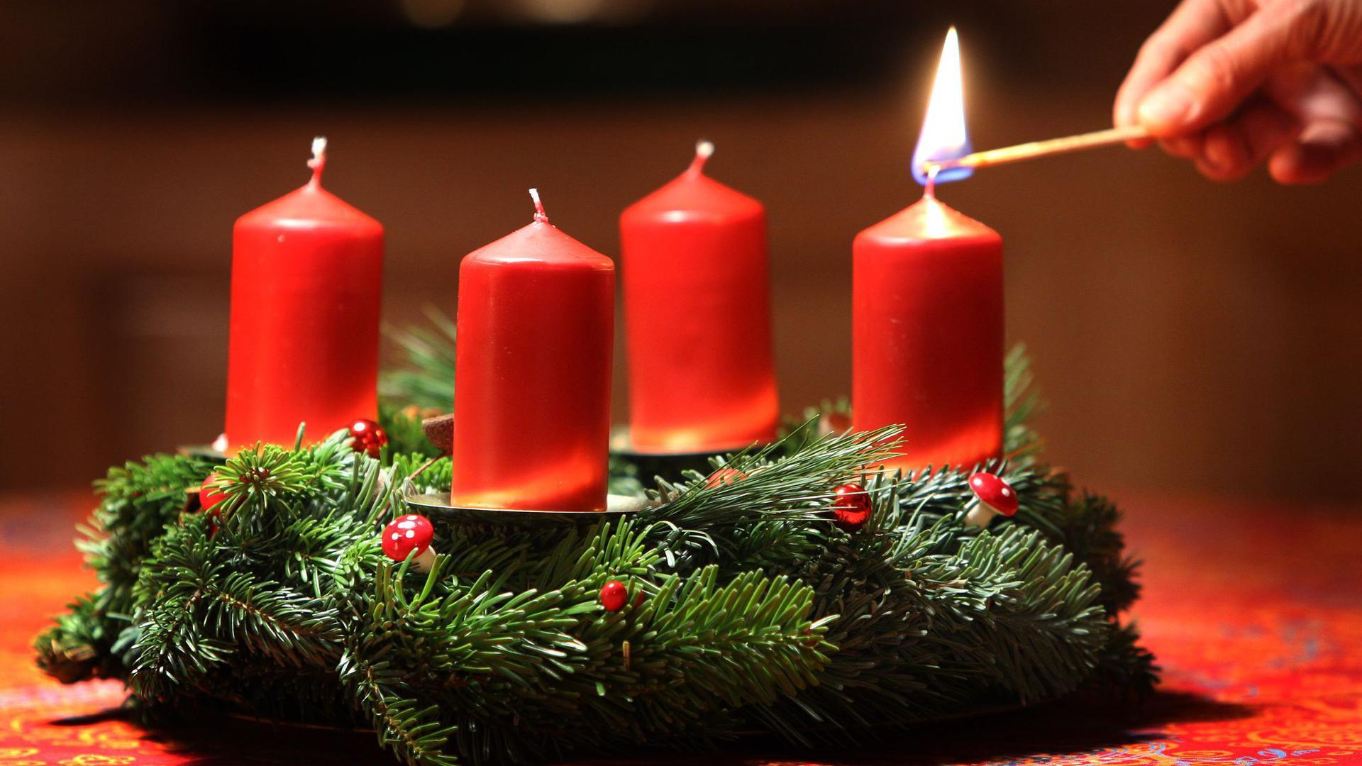 In der Advents- und Weihnachtszeit kommt es immer wieder zu Unfällen mit Kerzen, offenem Feuer oder Wunderkerzen, bei denen sich Kinder verletzen.