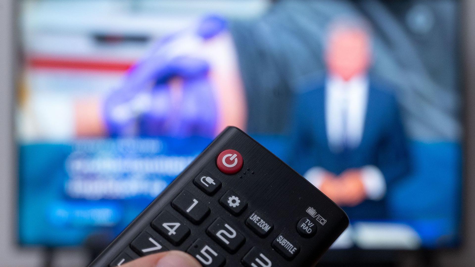 Die geplante Erhöhung des Rundfunkbeitrags zum 1. Januar 2021 steht wegen eines drohenden Vetos in Sachsen-Anhalt für ganz Deutschland weiterhin auf der Kippe.