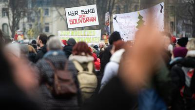 """Eine Demonstration der """"Querdenken""""-Initiative."""