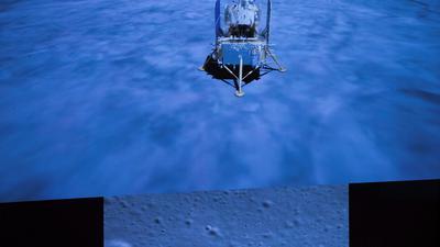 Die chinesische Raumkapsel mit zwei Kilogramm Mondgestein ist in der Steppe der Inneren Mongolei im Norden Chinas gelandet.