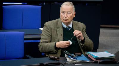 """Alexander Gauland will die AfD laut eigenen Aussagen als """"Bewegungspartei"""" erhalten - und verschärft den Richtungsstreit mit dem Vorsitzenden Jörg Meuthen."""