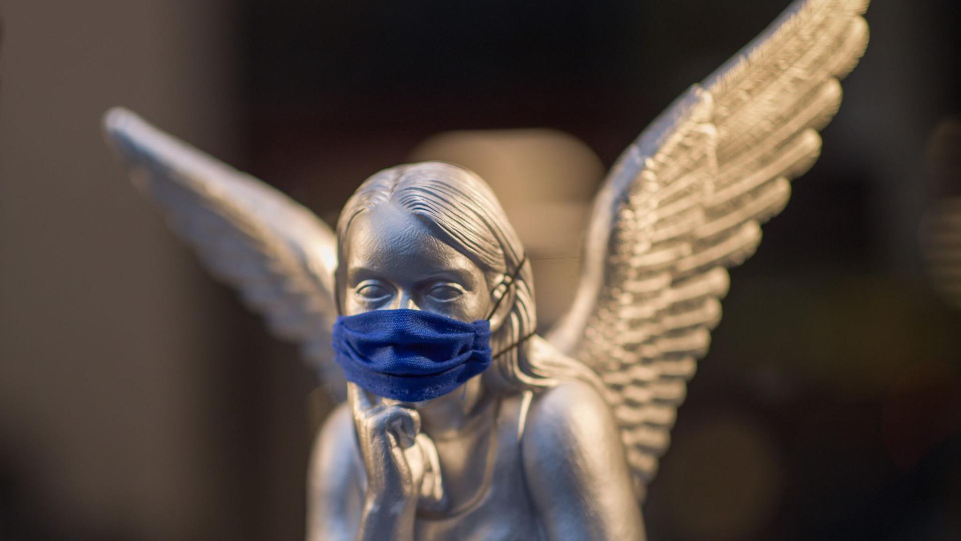 Auch an den Feiertagen gilt es, sich und seine Mitmenschen mit einer Mund-Nasen-Maske zu schützen.