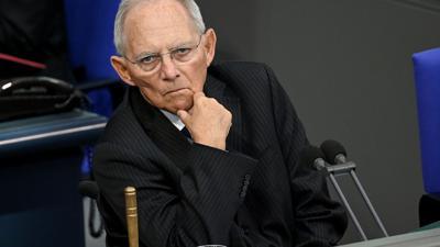 Wolfgang Schäuble hat sich gegen eine Vorzugsbehandlung von Geimpften ausgesprochen.