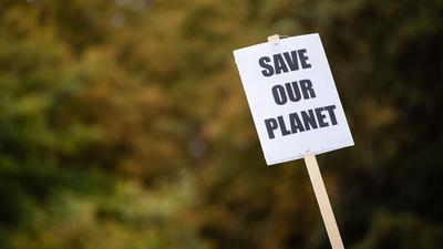 Was wird aus den Klimaschutzbemühungen nach der Corona-Krise? Experten einer KIT-Studie glauben, dass die Maßnahmen unter wirtschaftlichen Zwängen leiden könnten.