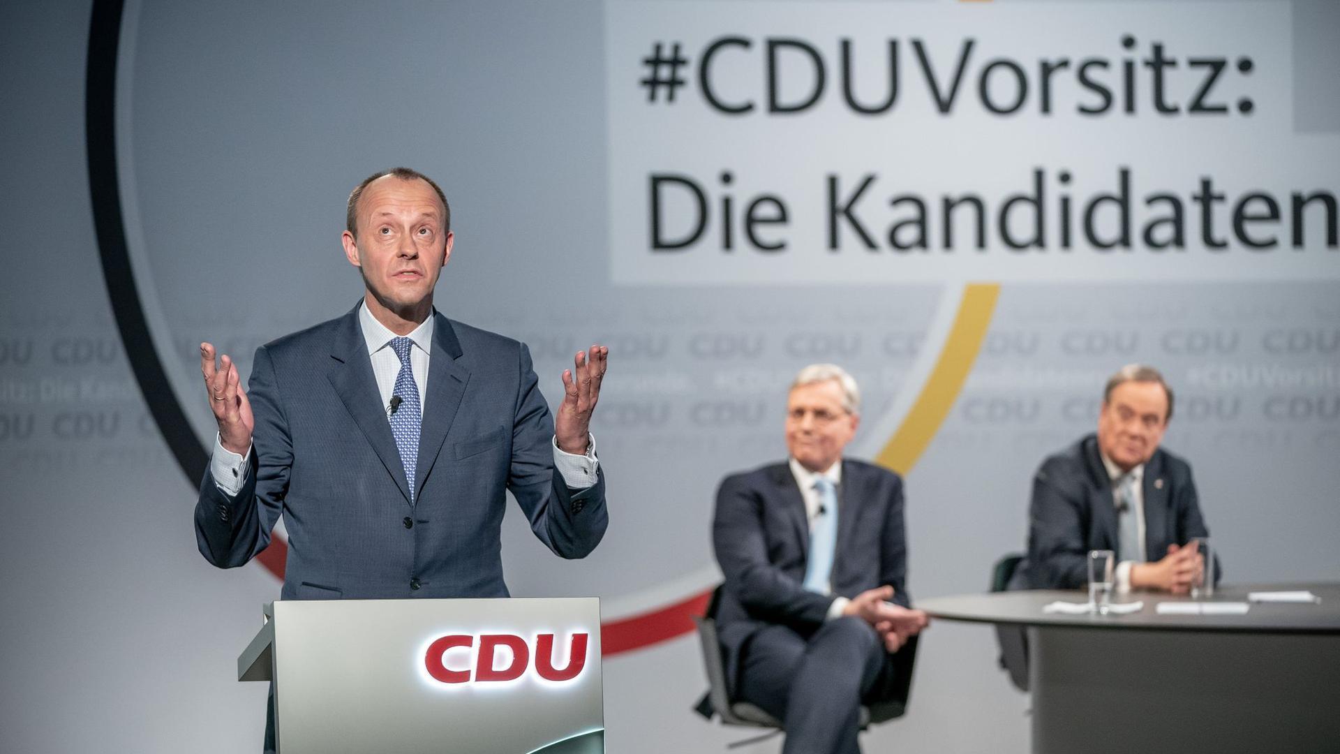 Friedrich Merz (l) versichert im Fall seiner Wahl zum CDU-Chef, einen Bruch mit der Ära Merkel verhindern zu wollen.
