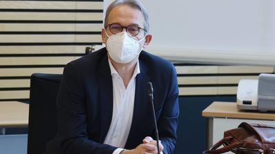 Georg Maier, Innenminister von Thüringen. Spitzen von Linke, SPD, Grüne und CDU in Thüringen hatten über eine Verschiebung des Wahltermins für die Landtagswahlen beraten.