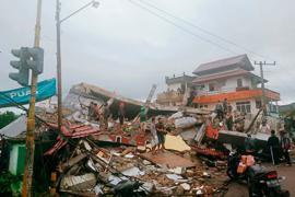 Bei dem Erdbeben wurden viele Gebäude zerstört.