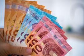 Kindergeld kann man auch für Kinder im Ausland erhalten, wenn die Eltern oder andere sorgeberechtigte Angehörige in Deutschland leben oder arbeiten.