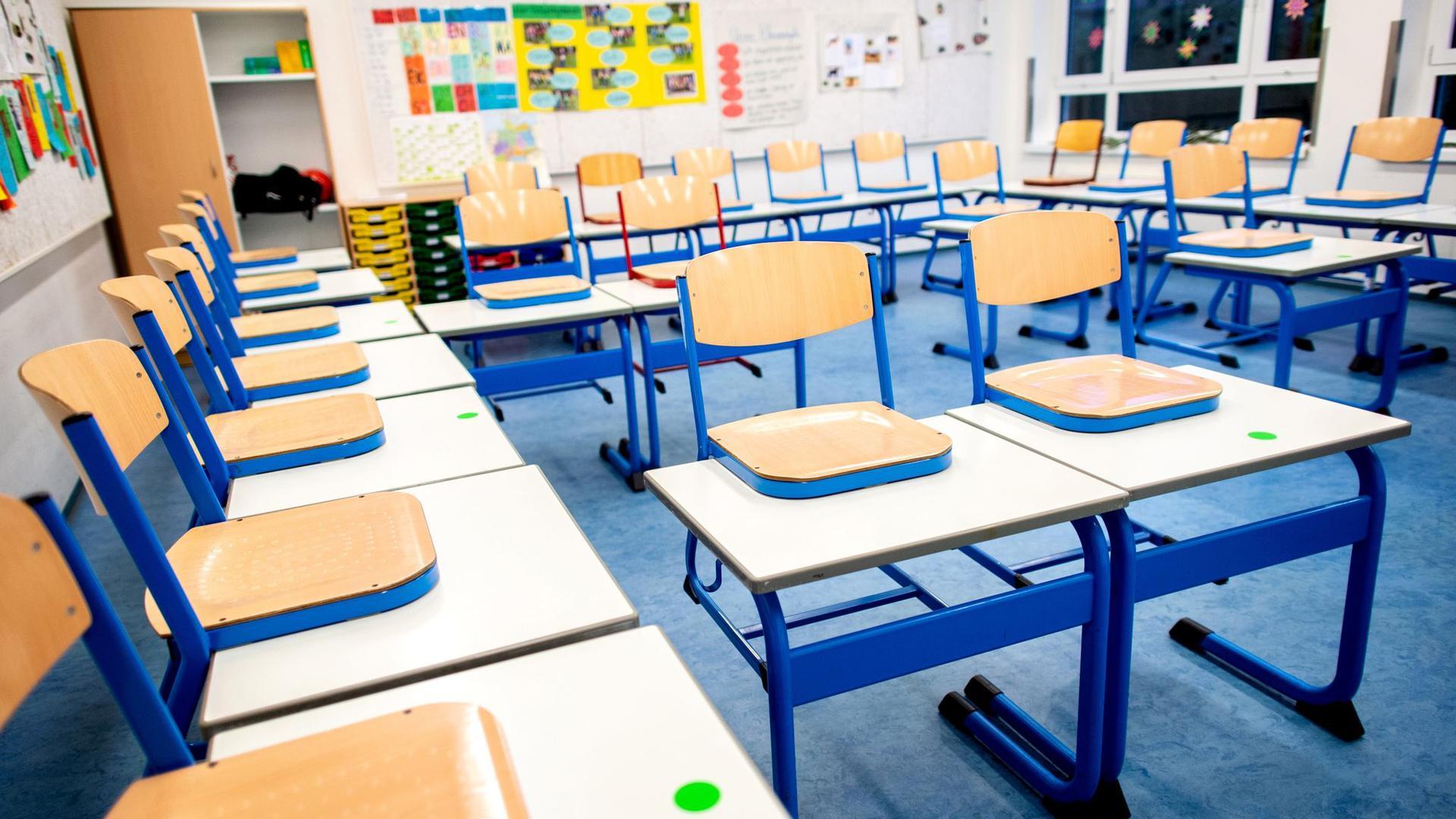 Während der Corona-Pandemie bleiben die Schulen dicht - für lernschwache Schüler ein großes Problem.