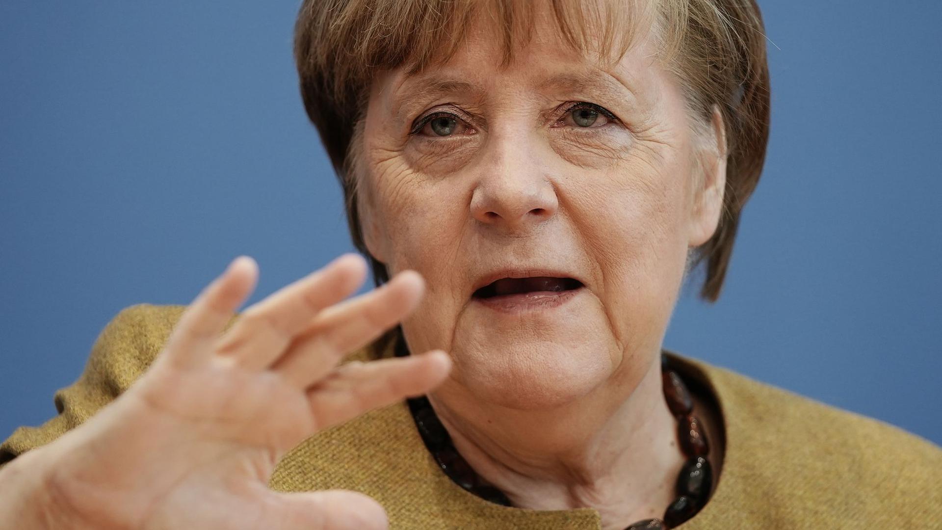 Bundeskanzlerin Angela Merkel (CDU) hat dem neuen US-Präsidenten Joe Biden ein stärkeres, auch militärisches Engagement Deutschlands und Europas in internationalen Fragen versprochen.