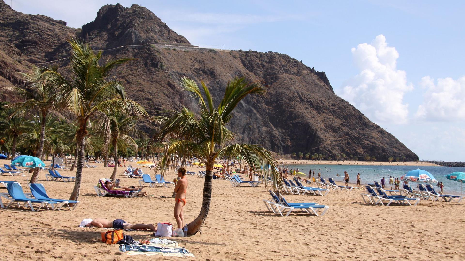 Kann man mit einer Impfung wieder frei reisen? Zum Beispiel an den Playa de las Teresitas auf Teneriffa?