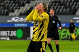Dortmunds Erling Haaland reagiert enttäuscht nach dem Spiel.