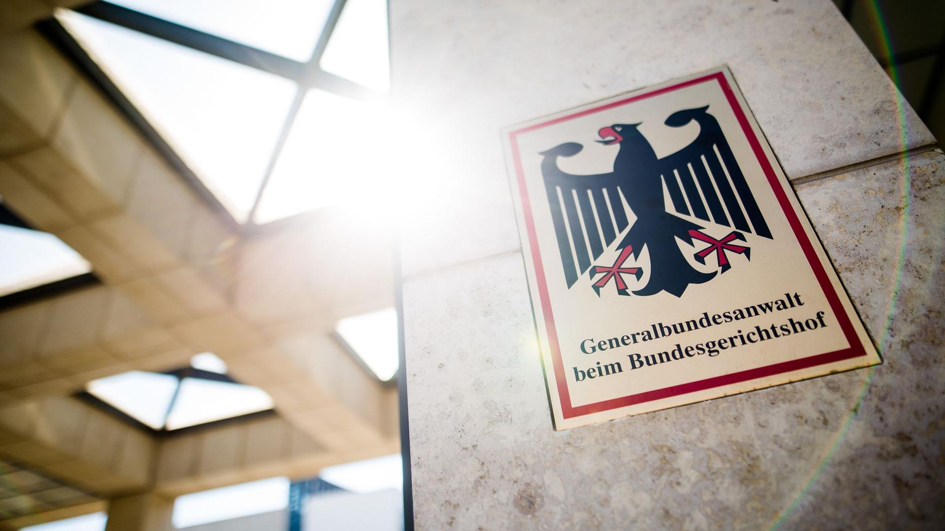 Eine Rechtsextremistin aus Franken soll einen Brandanschlag auf Amtsträger oder Muslime vorbereitet haben.