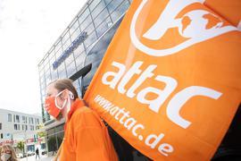 Attac-Demonstranten im Juli 2020 in Stuttgart.