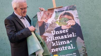 Miniserpräsident Winfried Kretschmann während der Enthüllung der Wahlplakate von Bündnis 90/Die Grünen zur kommenden Landtagswahl.