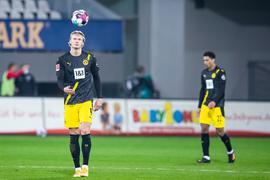 Erling Haaland (l) und der BVB unterlagen in Freiburg.