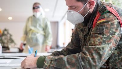 Als einen wichtigen Helfer in der Corona-Krise nehmen viele Menschen aktuell die Bundeswehr wahr.