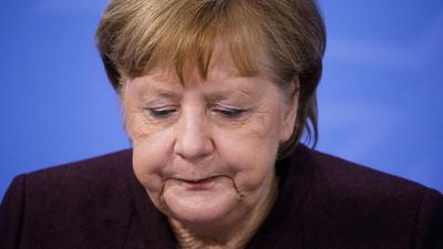 Bundeskanzlerin Angela Merkel gibt im Bundestag eine Regierungserklärung zu den Beschlüssen ab.