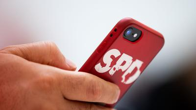 Das Logo der SPD auf einer Handyhülle.