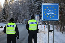 Die verschärften deutschen Einreiseregeln an den Grenzen zu Tschechien und Tirol könnten sich auf die Autoindustrie auswirken.