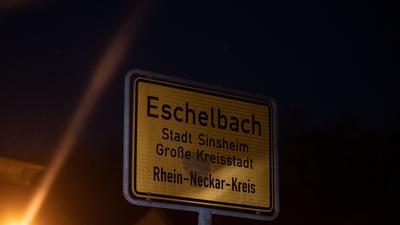 Ein 13-jähriger Junge ist an einem Waldrand bei Sinsheim-Eschelbach tot aufgefunden worden.