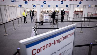 Keine Schlangen: Der Eingangsbereich des Corona-Impfzentrums in den Hamburger Messehallen.