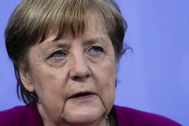 Kanzlerin Angela Merkel hofft darauf, dass Impfungen und Tests einen Anstieg der Neuinfektionen verhindert.