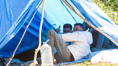Migranten in einem Zelt im Lager Las Raices in La Laguna auf Teneriffa.