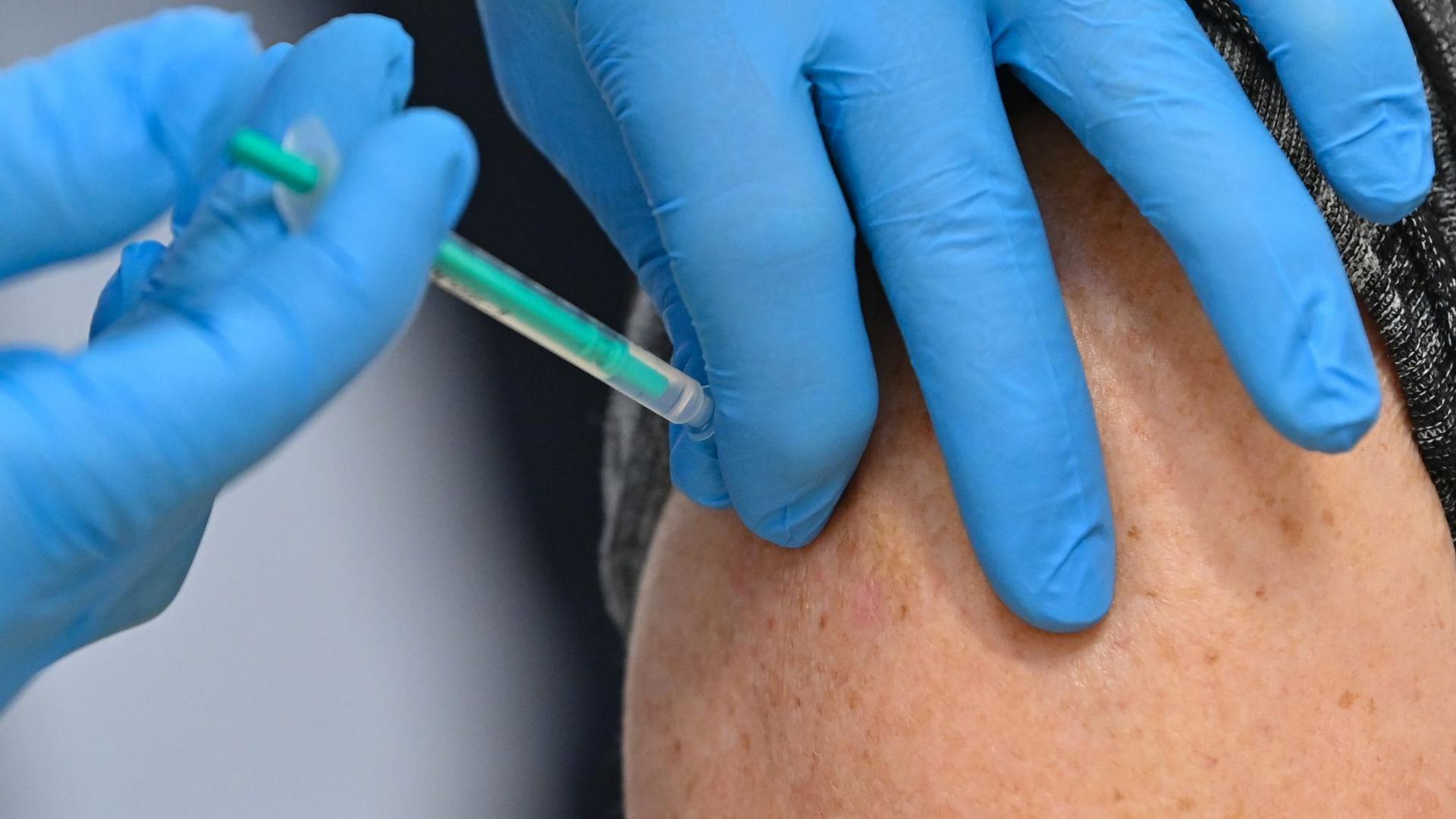 In Deutschland hat die dritte Corona-Welle begonnen - nun muss mehr Impfstoff verfügbar gemacht werden