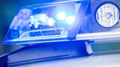 Ein Blaulicht auf einem Streifenwagen.