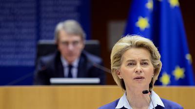 """""""Wollen unseren Mitgliedstaaten helfen, verantwortungsvoll und sicher die Freizügigkeit wiederherzustellen"""": Ursula von der Leyen."""