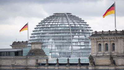 Das Reichstagsgebäude mit der transparenten Kuppel.