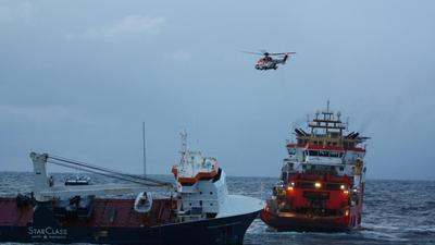 """Das niederländische Frachtschiff """"Eemslift Hendrika"""" trieb ohne Besatzung vor Norwegen."""