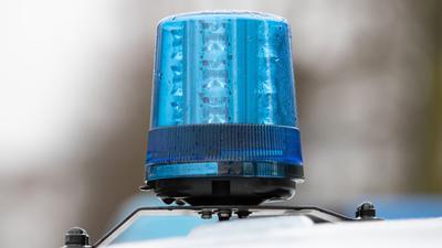 Das Blaulicht eines Polizei-Einsatzwagens. (Bildarchiv)