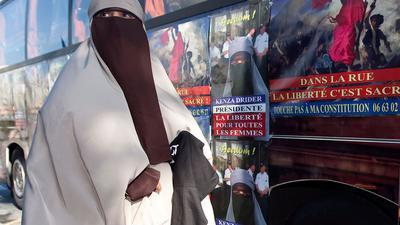 Nur wenige muslimische Frauen in Frankreich tragen überhaupt Schleier.