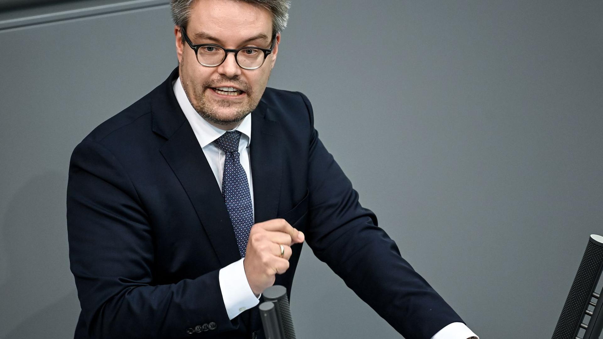 Der Grünen-Verteidigungsexperte Tobias Lindner.