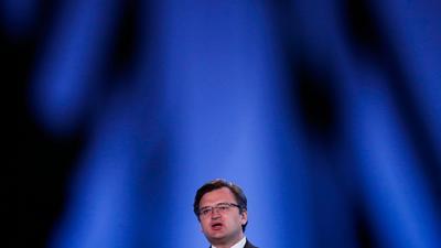 Dmytro Kuleba, Außenminister der Ukraine, spricht bei einer Pressekonferenz im NATO-Hauptquartier.
