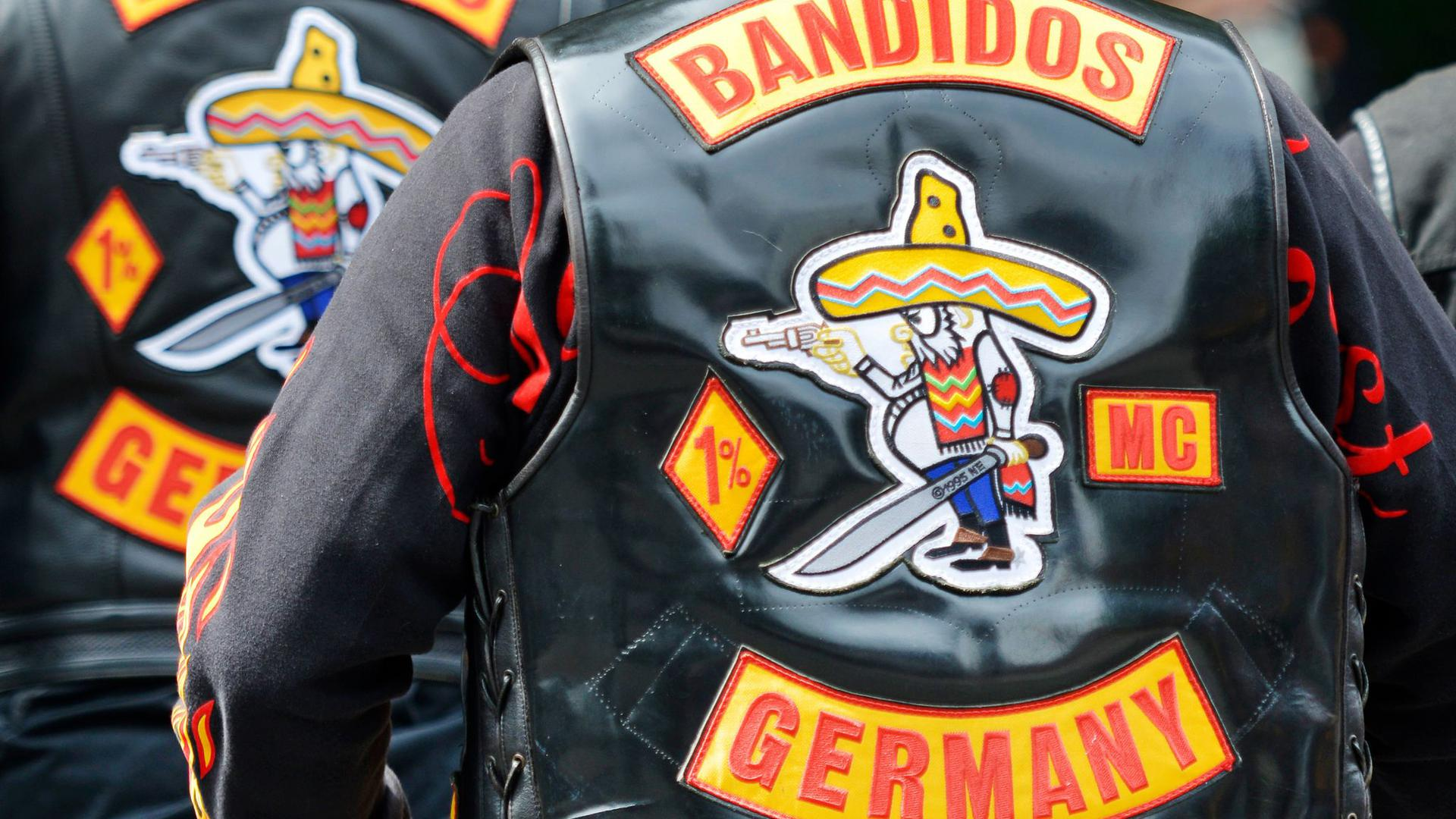 """Mitglieder des Motorradclubs """"Bandidos"""" in ihren berühmt-berüchtigten Kutten."""
