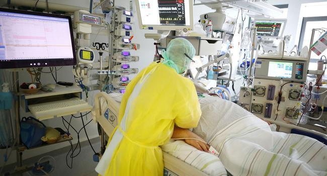eine Covid-Intensivstation in einer Klinik