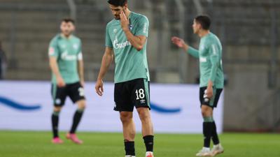 Nach der Niederlage in Bielefeld ist der Schalker Abstieg aus dem Fußball-Oberhaus perfekt.