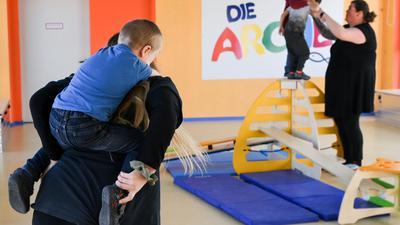 Kinder werden während der Freizeitbetreuung in der Arche in Hellersdorf betreut.