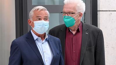 Die Neuauflage des grün-schwarzen Regierungsbündnisses imLändle steht: CDU-Innenminister Thomas Strobl (links) und der grüne Ministerpräsident Winfried Kretschmann am Rande der Koalitionsverhandlungen.