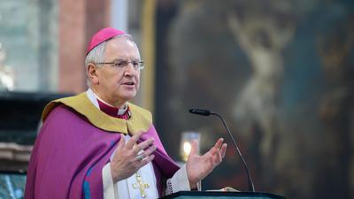 Heinrich Timmerevers, Bischof des Bistums Dresden-Meißen, spricht.