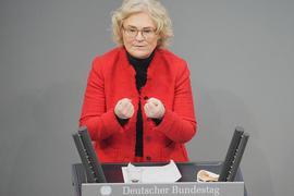 Justizministerin Christine Lambrecht (SPD) hat im Bundestag Lockerungen für Geimpfte und Genesene angekündigt.