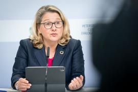 Bundesumweltministerin Svenja Schulze spricht beim digitalen Petersberger Klimadialog.