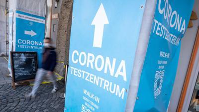 Die Sieben-Tage-Inzidenz in der Corona-Pandemie sinkt weiter.