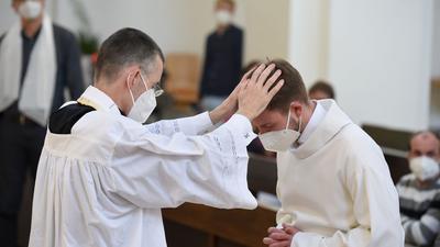 Unter dem Motto #liebegewinnt laden Pfarrer in ganz Deutschland um den 10. Mai herum zu Gottesdiensten ein, in denen homosexuelle Paare gesegnet werden können.